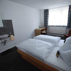 Doppelzimmer mit Blick Quer durchs Zimmer