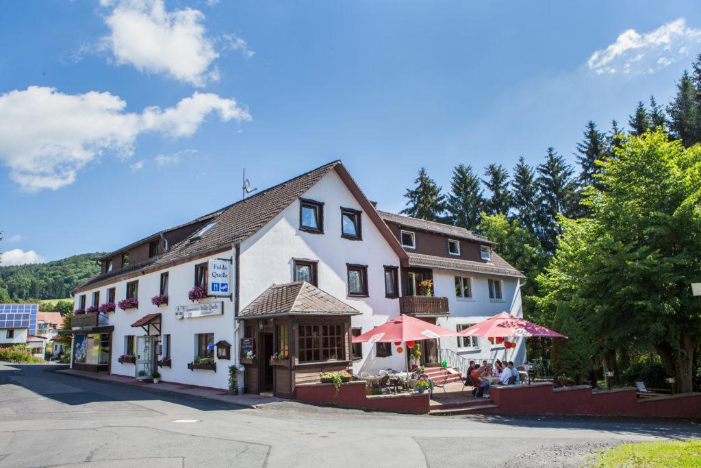 Film vom Rhön Hotel Genussgasthof Fuldaquelle, Frontansicht