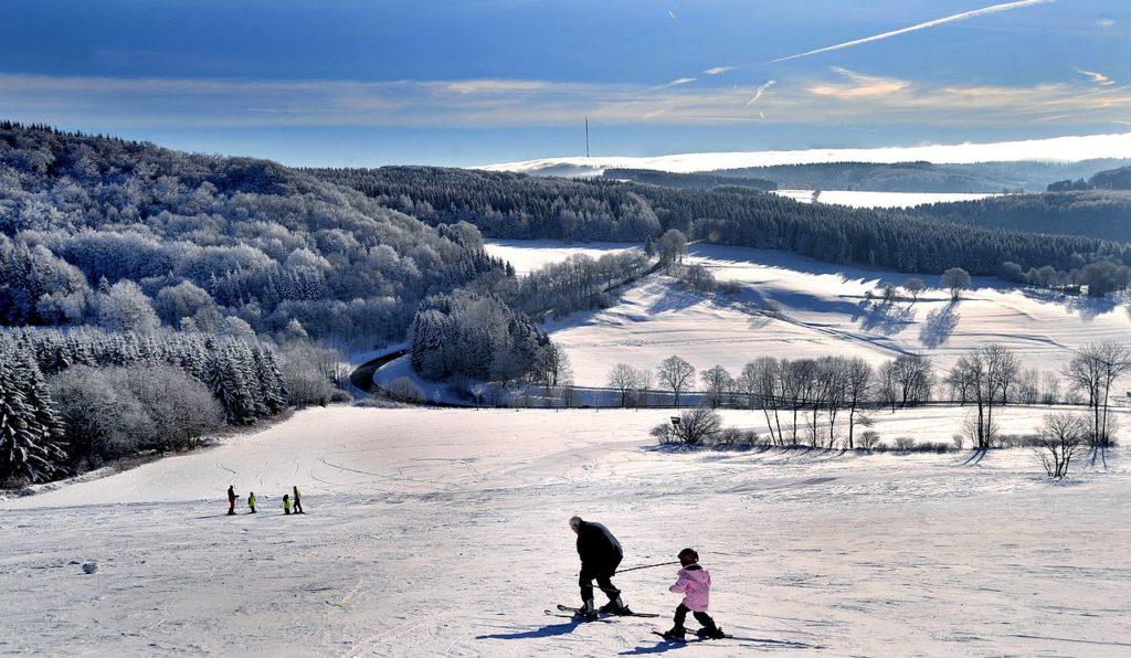 Blick-auf-Zuckerfeld-Skifahrer