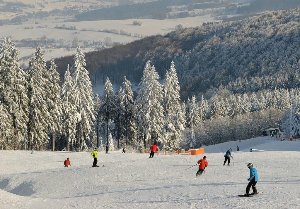 Skiarena - Personen auf Skipiste