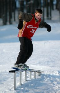 Snowboard-auf-Funpark-Zuckerfeld