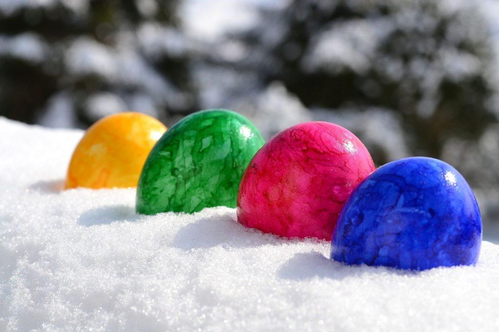 Ostern, Ostereier im Schnee