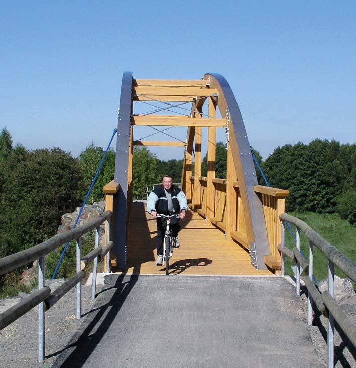 Milseburgradweg - Radfahrer auf Brücke
