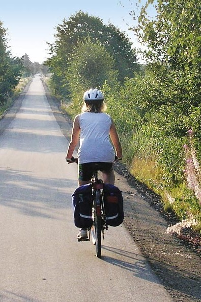 Milseburgradweg - Radfahrerin von hinten
