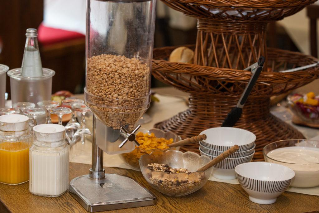 Verwöhnfrühstück - Joghurt, Cerealien