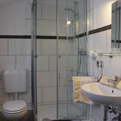 Bad - Waschtisch, Dusche, WC