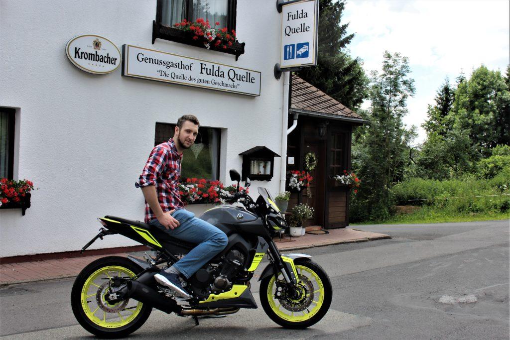 Genussgasthof - Oliver Brell auf einer Yamaha MT-09