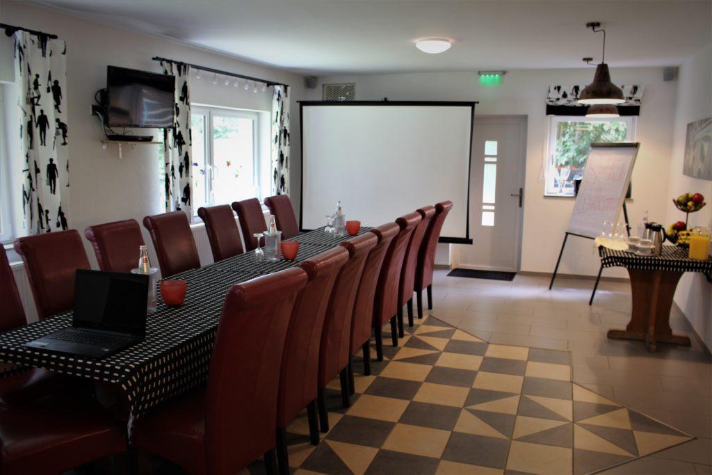 Tagungen - Raum in Rhönlok mit Leinwand