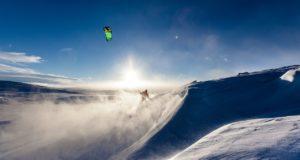 Snowkiten in Winterlandschaft