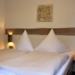 Doppelzimmer Ansicht aufs Bett